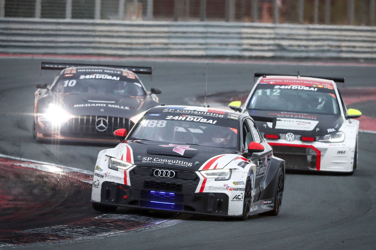 Two podium finishes and class victory for Audi Sport in Dubai