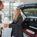 Heiratsantrag bei der Audi Neuwagenabholung