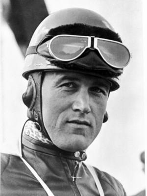 """Ewald Kluge (1909 - 1964), DKW Motorrad-Rennfahrer, wurde 1938 Europameister, Deutscher Meister, Deutscher Bergmeister, siegte auf der Isle of Man und erhielt den seltenen Ehrentitel """"Meister aller Meister"""". Er war Ende der 1930er Jahre die Lichtgestalt der deutschen Motorradszene"""