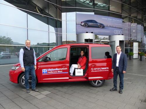 Audianer_innen spenden Fahrzeug für die Diakoniestation Heilbronn West