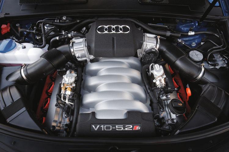 Audi S6 - Engine compartment
