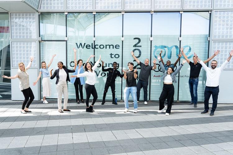 One Young World Summit: Junge Denker_innen diskutieren Ideen für eine nachhaltige Zukunft