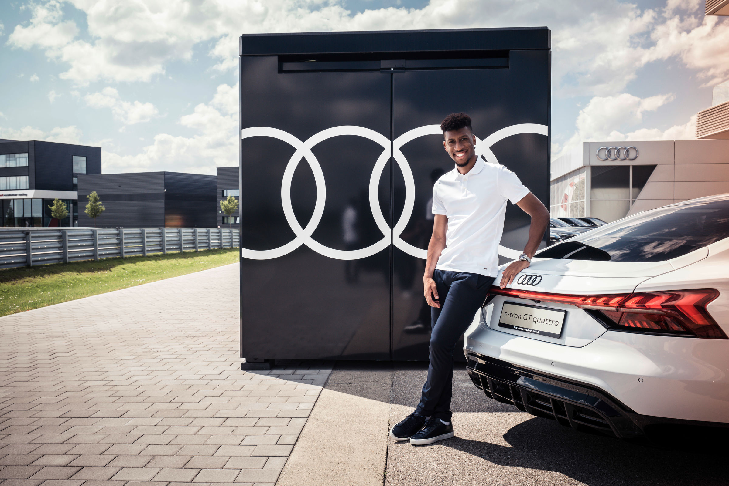Electrification 2.0: pros from FC Bayern receive Audi e-tron GT - Image 3