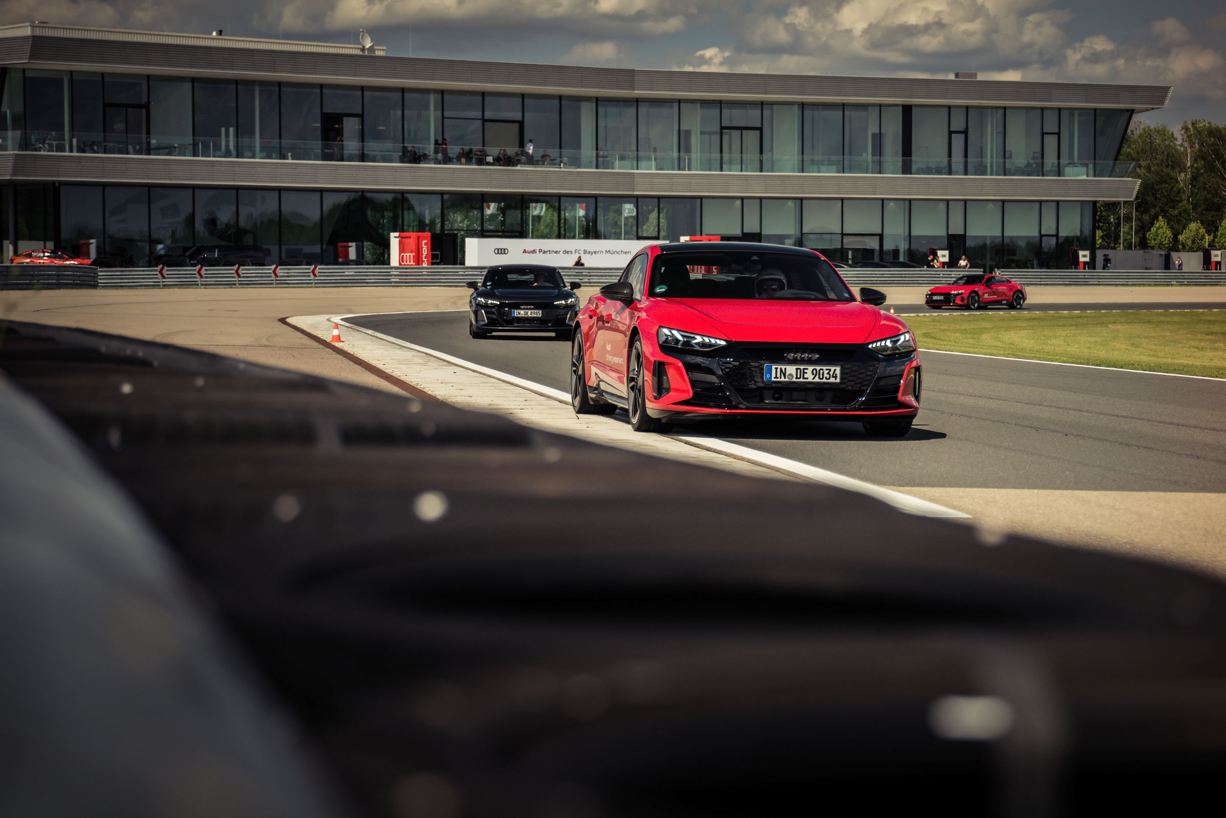 Electrification 2.0: pros from FC Bayern receive Audi e-tron GT - Image 6