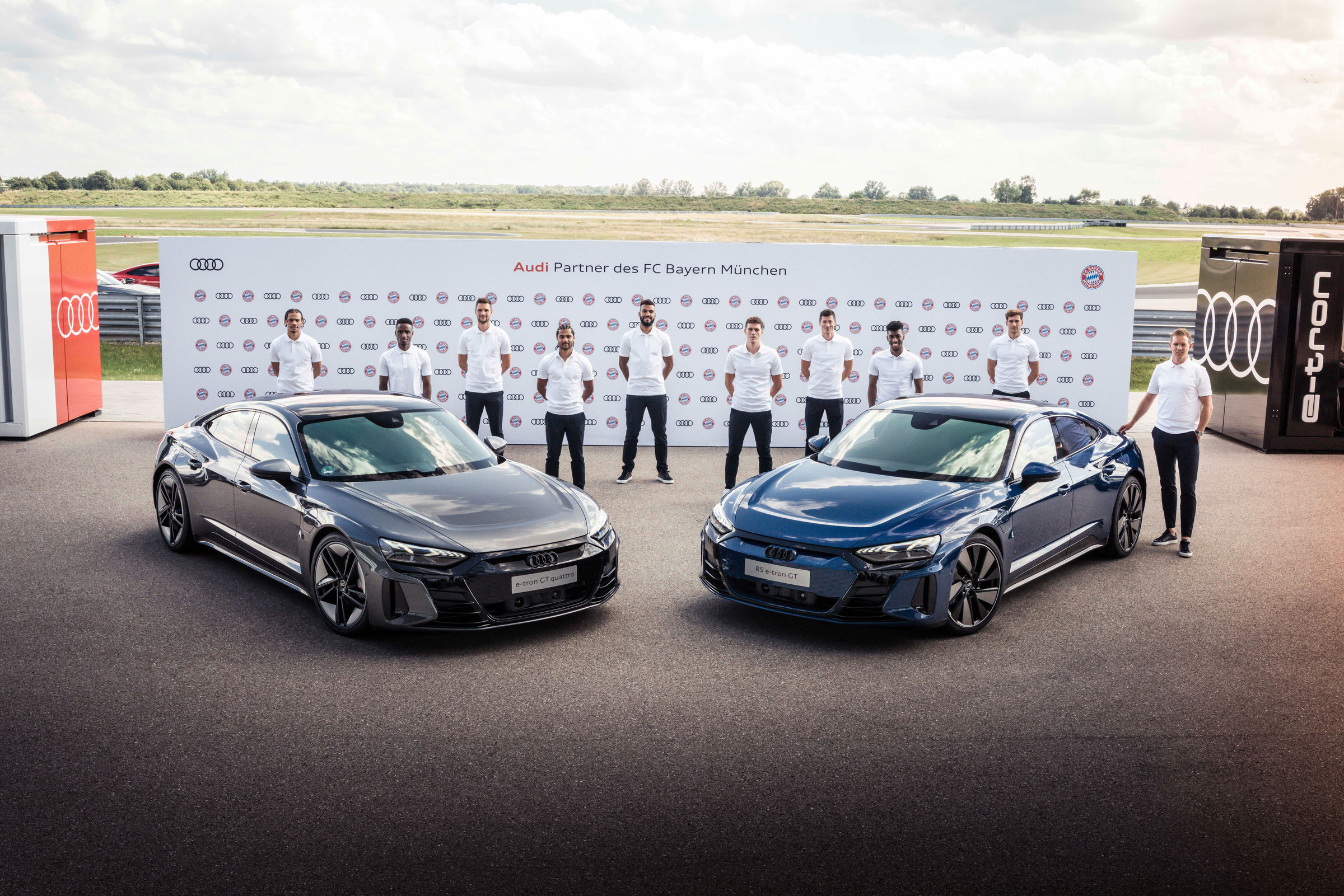 Electrification 2.0: pros from FC Bayern receive Audi e-tron GT - Image 8