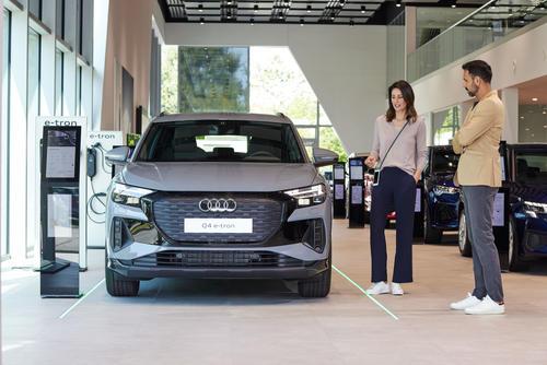 Audi erschließt neue Geschäftsmodelle und Umsatzpotenziale – im Handel, im Fahrzeug und über innovative Mobilitätsdienstleistungen.