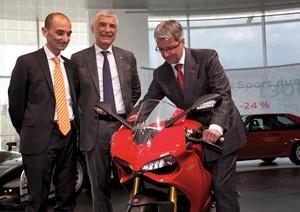 Rupert Stadler begrüßt Ducati-Management in Ingolstadt
