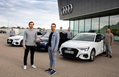 Ingolstädter Eishockeyteam testet sportive Topmodelle von Audi