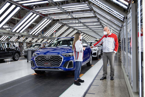 Sustainability, top employer, and premium quality: AUDI AG board members visit the San José Chiapa plant