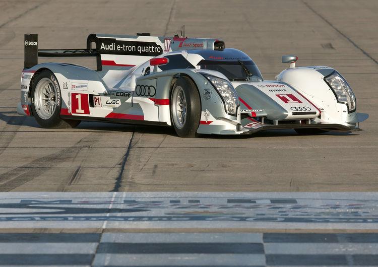 Audi startet mit zwei R18 e-tron quattro