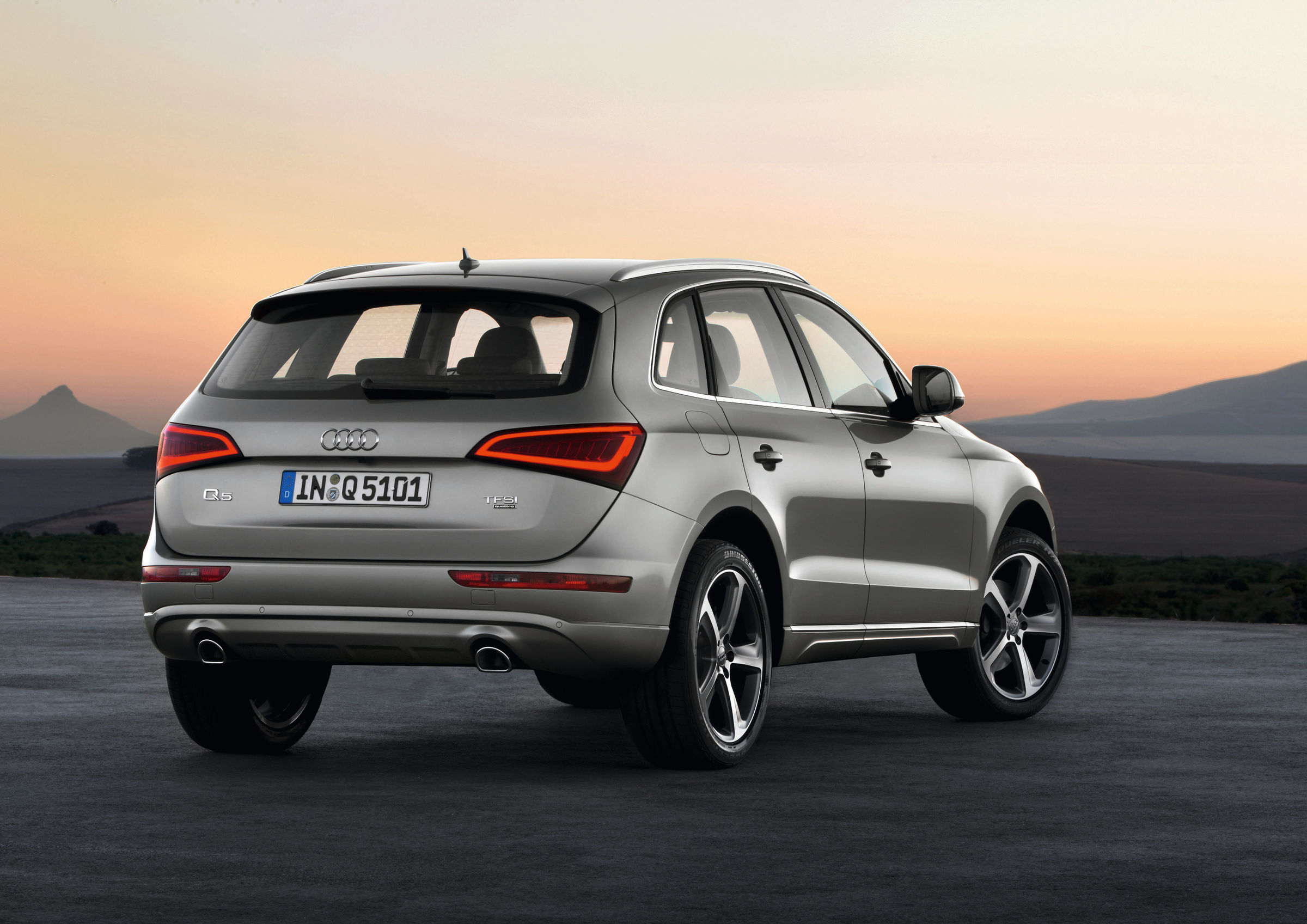 High-performance SUV with many talents – the updated Audi Q5   Audi