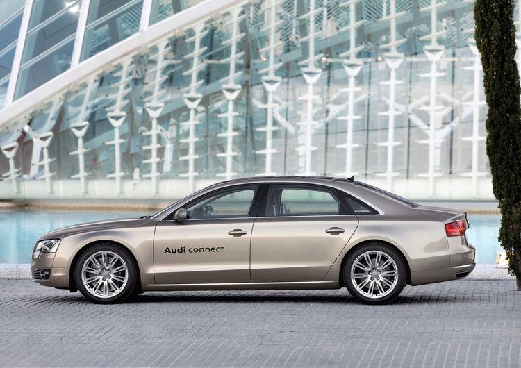 Audi A8 L W12 mit LTE-Mobilfunktechnik