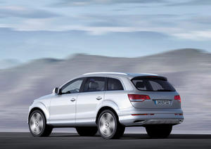 Audi Q7 V12 TDI; Colour: Silver, metallic