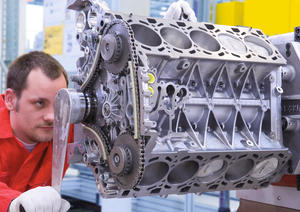 Production of the V10 with FSI technology at AUDI HUNGARIA Motor Kft. in Györ