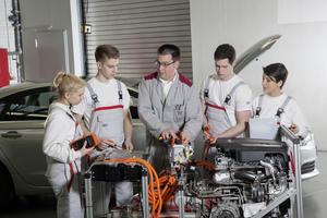 Die Audi Jugendchorakademie unter der Leitung von Kent Nagano