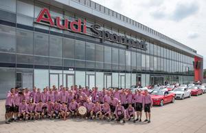 Die Mannschaft vor dem Audi Sportpark