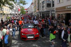 Die Mannschaft in Audi-Cabriolets