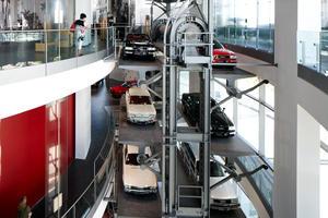 Das Paternoster im Audi museum mobile