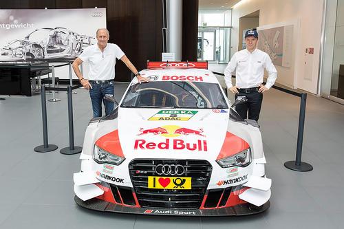 Die DTM-Champions Hans-Joachim Stuck und Mattias Ekström bei einer Autogrammstunde im Audi Forum Neckarsulm.