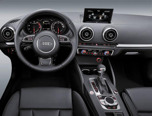 Audi A3 Interieur mit MMI-Terminal, -Display, Multifunktionslenkrad