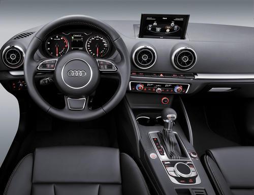 Audi A3 Interieur mit MMI-Terminal, -Display, Multifunktionslenkrad