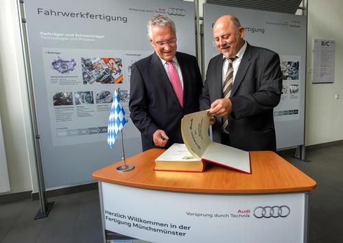 Bayerischer Innenminister Joachim Herrmann zu Besuch bei Audi in Münchsmünster