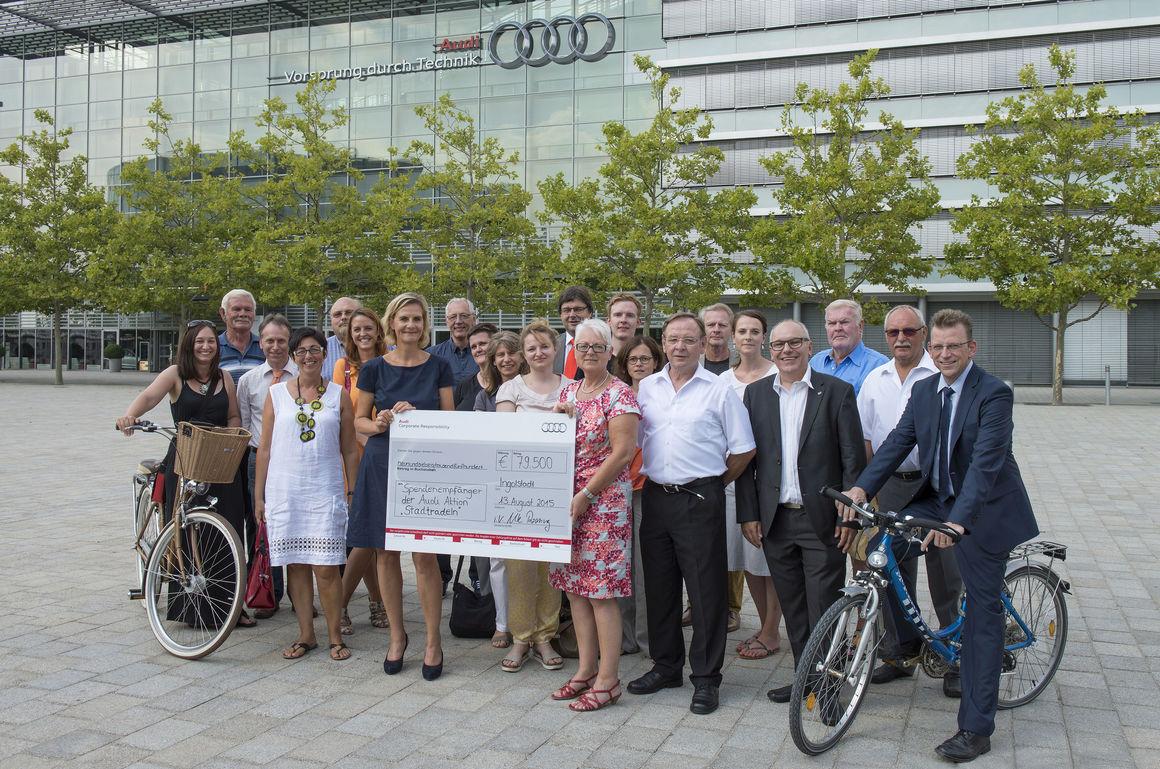 Audi übergibt 79.500 Euro Spendengeld für Verkehrsprojekte in der Region