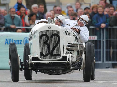 Bei der Eifel-Klassik 2002 auf dem Nürburgring im Einsatz: Der älteste Grand Prix Rennwagen der AUDI AG, der NSU 6/60 Kompressor Rennwagen von 1926.