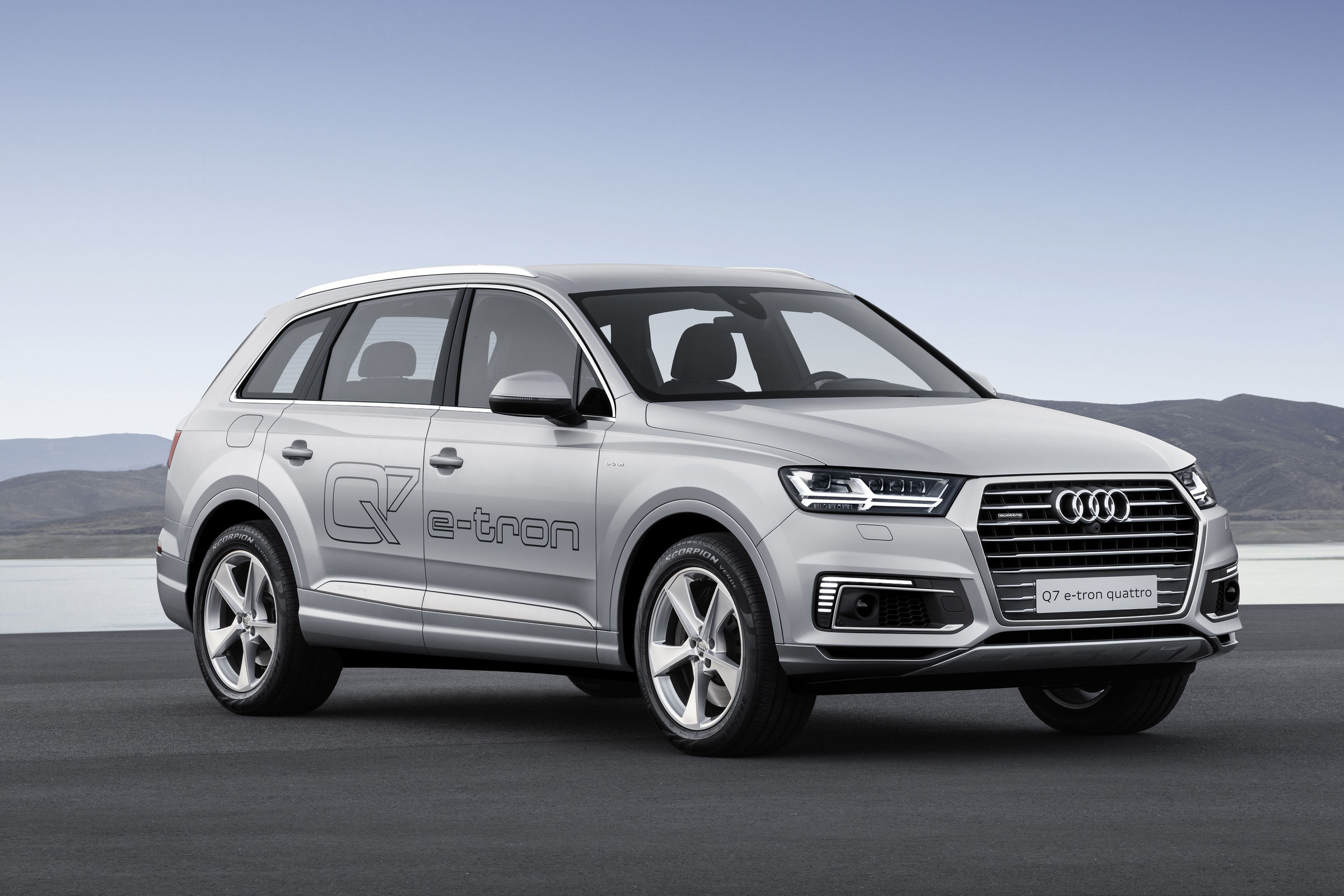Great Class Minimal Emissions The New Audi Q7 E Tron 20 Tfsi