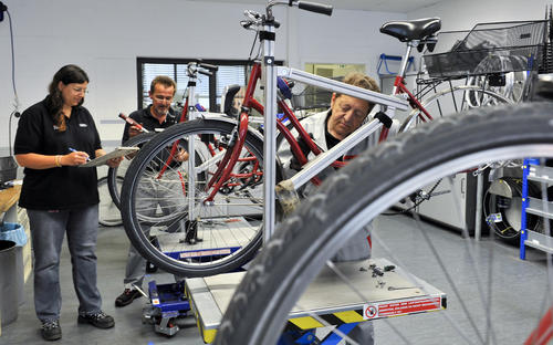 Inklusions Radtour macht Station bei Audi
