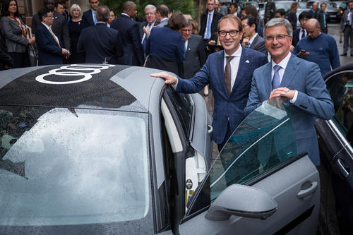 Audi-CEO Rupert Stadler presented the Audi A7 piloted driving concept to Alexander Dobrindt, German Secretary of Transportation and the G7 Secretaries of Transportation.