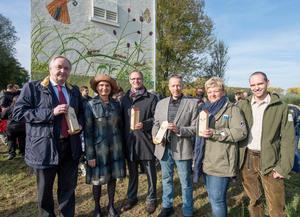 Audi Umweltstiftung weiht dritten Trafoturm für Artenschutzprojekt ein
