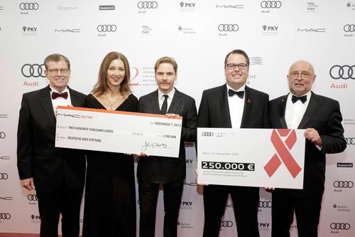 Benefizveranstaltung der Deutschen AIDS-Stiftung: Audi spendet 250.000 Euro
