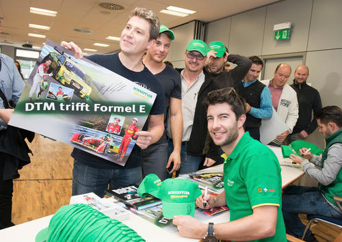 Mike Rockenfeller visits Schaeffler employees