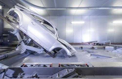 Audi TT Coupé: Lackiererei – Kathodische Tauchlackierung