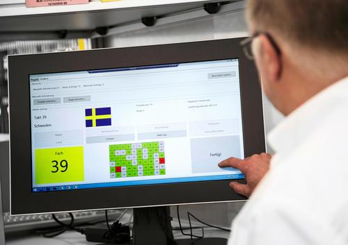 Audi-Logistik der Zukunft:  Waren in der Kommissionierung kommen autonom zum Mitarbeiter
