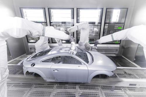 Audi TT Coupé: Lackiererei –