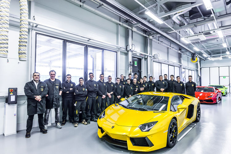 Dual education in Italy: Successful start for social project of Audi subsidiaries