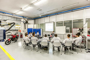 Duale Ausbildung in Italien: Erfolgreicher Auftakt für Sozialprojekt der Audi-Töchter