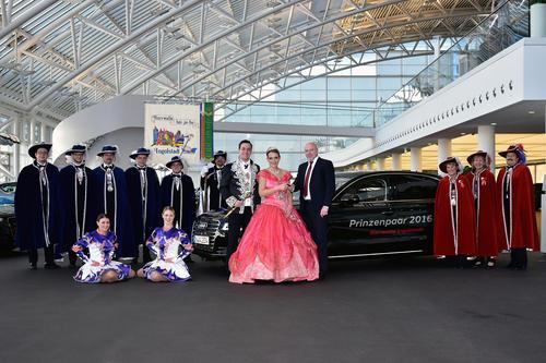 Prinzenpaar der Narrwalla fährt Audi A8