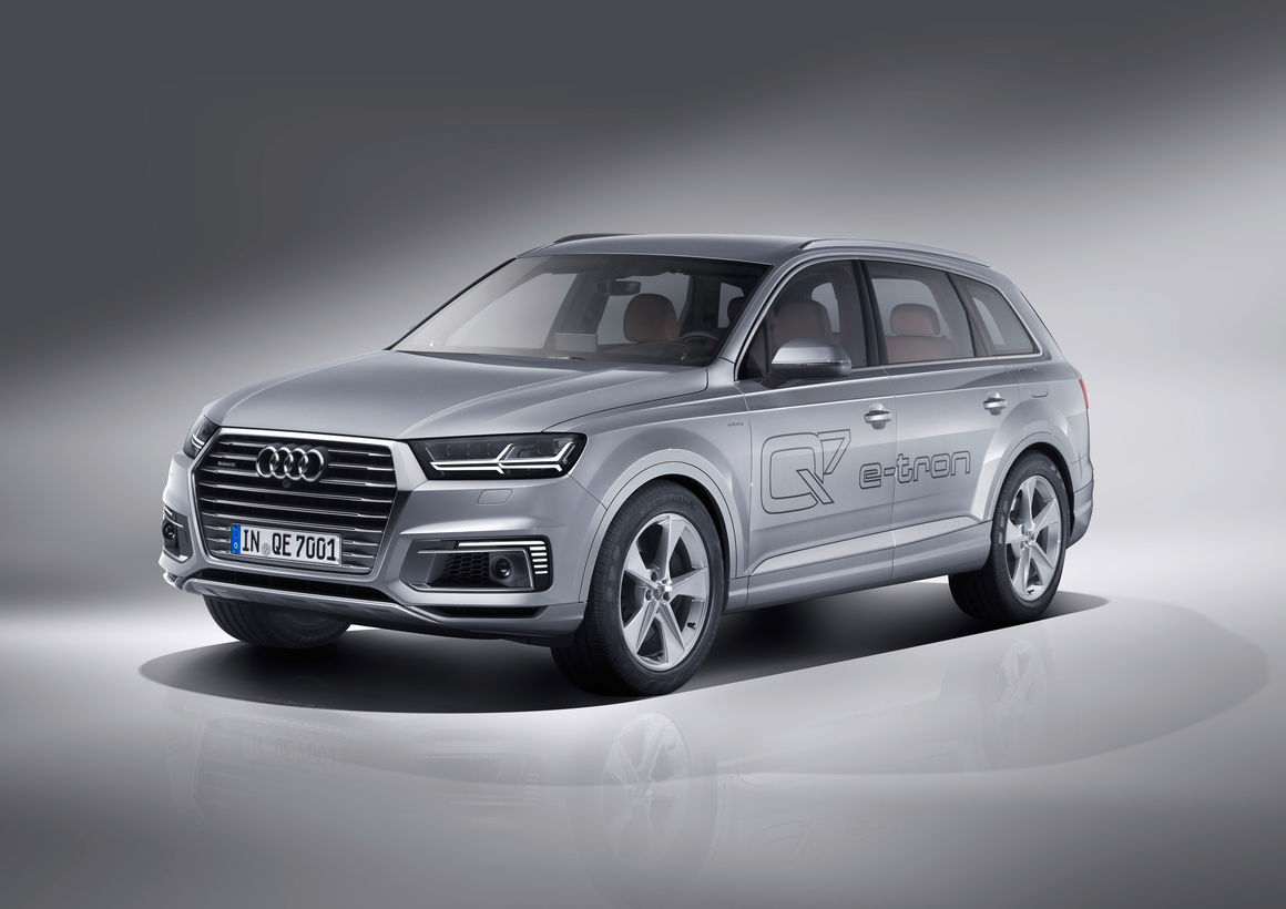 Hybrid version of the Audi Q7 e-tron 2017 model year 61