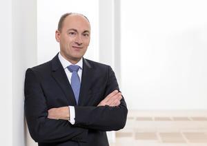 Dr. Stefan Knirsch