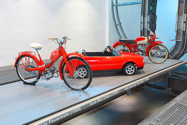 """""""Variationen in Rot"""" im Audi museum mobile"""