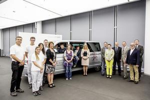 Neckarsulmer Audianer spenden Kleinbus an die Freien Johannesschulen