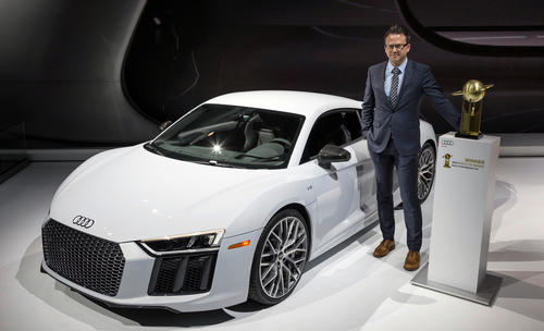 "Audi R8 is the ""2016 World Performance Car"""