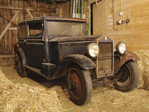 """Scheunenfund: Mit dem Audi Typ P von 1931 konnte Audi Tradition ein historisches Fahrzeug erwerben, das eigentlich als verschollen galt. Der """"kleine"""" Audi wird derzeit in Riga restauriert"""