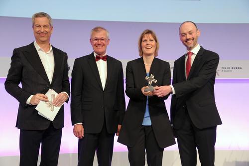 """Mit dem Vorsorgekonzept """"Krebs aktiv begegnen"""" hat die AUDI AG den diesjährigen Felix Burda Award gewonnen."""