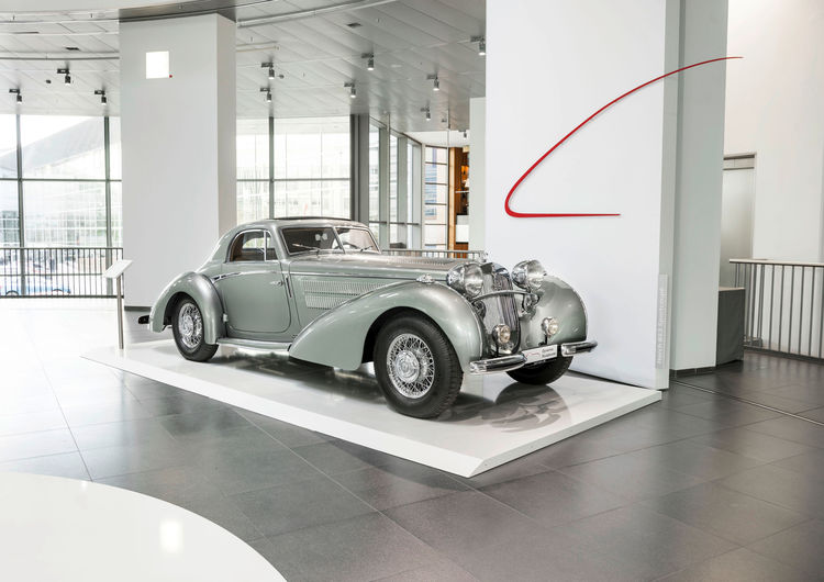 "Horch 853 ""Manuela"": the unique car has been built especially for Bernd Rosemeyer, motorsports superstar of the 1930s. The original car is lost; the museum presents an exact replica."