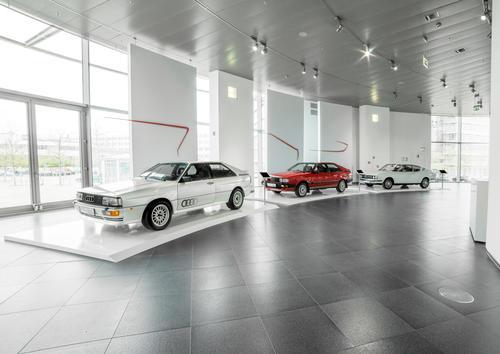 """""""Dynamic Sculptures – Sportlichkeit und Eleganz im Audi museum mobile"""""""