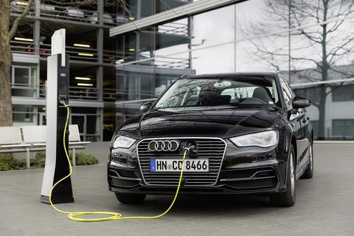 Unter Strom: Elektro-Ladesäulen für Audi Forum Ingolstadt und Neckarsulm
